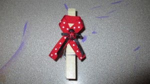 Make It Monday; A Little Lady is On Her Way Series DIY Ladybug Pin (Baby shower favor/game)